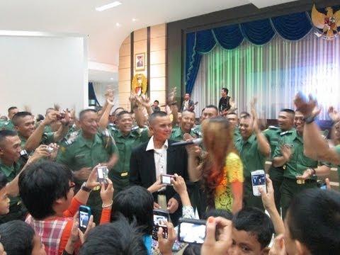 Sang Jenderal Komandan Secapa Nyanyi dengan Tukul