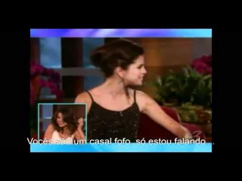 Selena Gomez fala o que não devia sobre Justin Bieber e paga mico