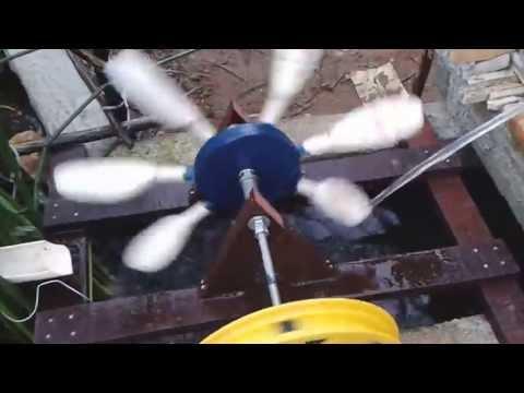 Roda d água para o seu lago artificial de sitio