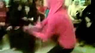 ▶ و لأول مرة بنت تكسب ولد فى الرقص (YASSER YASOO)