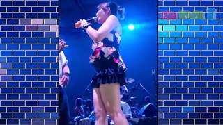 ASTAGA - Nia Jovanka Pamer Belahan Susu diatas panggung