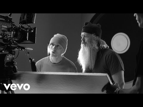 Eminem - Berzerk Explained: Behind The Scenes 1