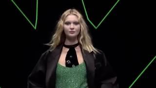 Emporio Armani Fall Winter 2018-19 Womenswear Fashion Show Video _ Post Meridiem