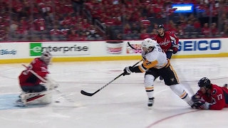 Cullen fights off check to score short-handed for Penguins