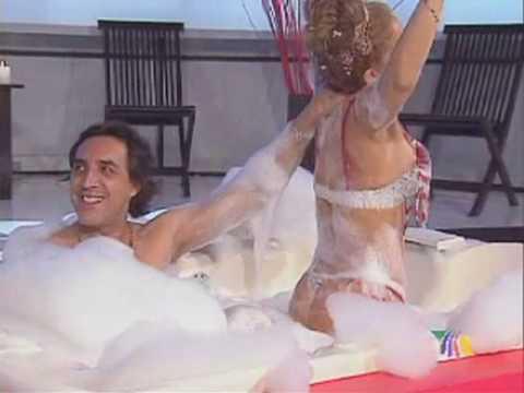 Luis Felipe Tovar le agarra las pompis a Niurka en la Tina