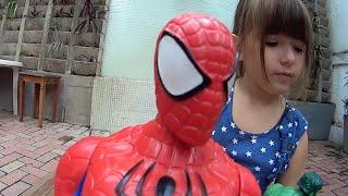 Criança Brincando Barbie Noiva Ken Homem Aranha Hulk Coringa Joker Brinquedos Toys Juguetes Kids