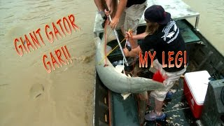 Bow fishing Monster Gator Gar and More.  Plus Underwater Kill Shots!