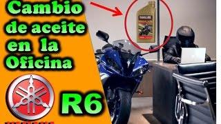 Yamaha R6 cambio de aceite en la Oficina