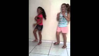 Crianças dançando metralhadora
