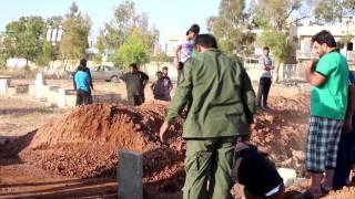 مشاهد من دفن شهداء مجزرة حي طريق السد بمدينة درعا 29 -5-2017