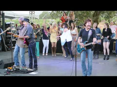 Doobie Brothers - Listen to the Music - Video - Benefit Concert