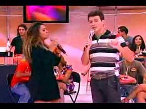 Rodrigo Faro beija Preta Gil