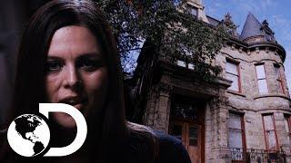 ¡Nick y Katrina investigan el castillo Franklin! | Encierro Paranormal | Discovery Latinoamérica