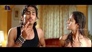Siddharth And Ileana Love Scene - Munna Removes Sunil Towel - Hilarious Comedy - Aata Movie Scenes