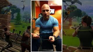 Fortnite: Powerful bodybuilder plays FORTNITE in the GYM
