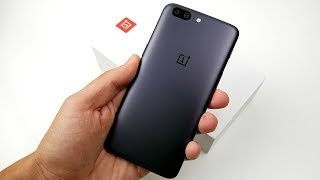 OnePlus 5 Unboxing & First Impressions! (4K)