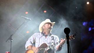 "Toby Keith ""He Ain't Worth Missing"" 06/01/14"