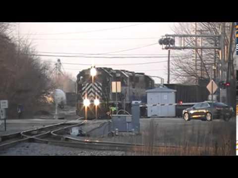 Railfan Durand Michigan 12/26/14: HESR Horn Salute