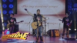It's Showtime: Itchyworms performs