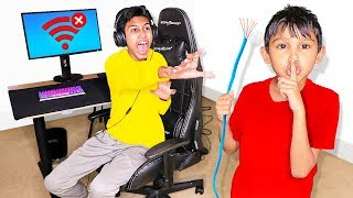 Disconnecting Internet Prank HACK on Me Playing Fortnite! (Little Brother)