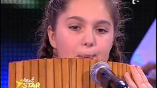 Antonia Stoian interpretează o melodie populara