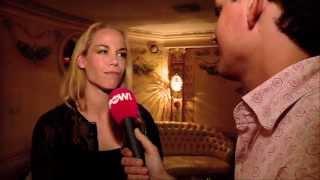 Nicolette Kluijver neukt met licht aan