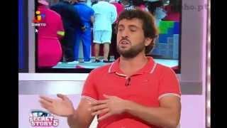 Fernando apalpa e enfia os dedos no cu do Hugo - Casa dos Segredos 5
