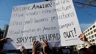 """محتجون في نيويورك ضد حوافز مقدمة لـ""""أمازون"""" بمليارات الدولارات …"""