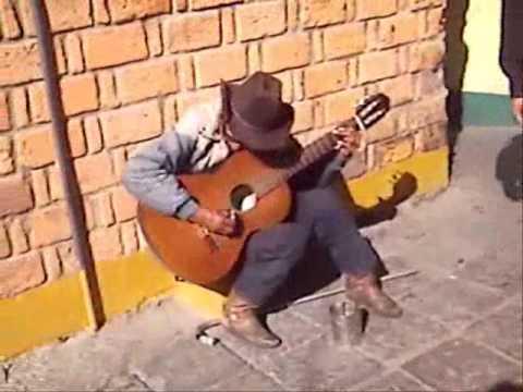 Cantante en Mercado República San Luis Potosí SLP. México.
