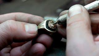 مقطع مثير لطريقة صنع الخواتم الماسية يدويا
