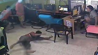 VIRAL : Ular Masuk Warnet dan Gigit Salah Satu Pengunjung di Thailand