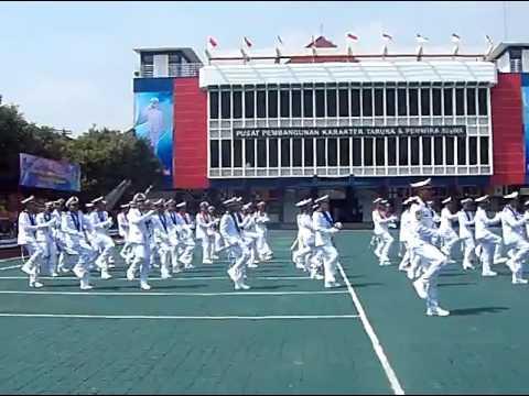 Suasana goyang Gemu Fa Mi Re acara wisuda batch 48 PIP Semarang