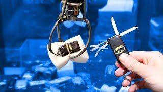 CLAW MACHINE: WON A BATMAN KNIFE!