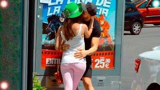 BESOS FACILES 💋💝 KISSING PRANK - Besando a chica con Novio - truco de cartas