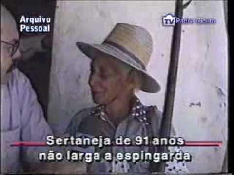 ROBERTO BULHÕES Velhinha de 91 anos atira de espingarda e revólver.flv