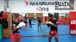 Kaopon Lek - Tecniche di Muay Thai su attacco di middle (MI ott.2012)