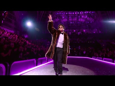Download Bruno Mars - Chunky [Victoria's Secret 2016 Fashion Show Performance] On Musiku.PW
