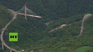 Diez trabajadores mueren tras derrumbarse un puente en Colombia