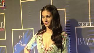 Naughty Cameraman Revealing Amyra Dastur's Teen Assets !!