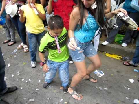 Niño Caleño bailando Choke