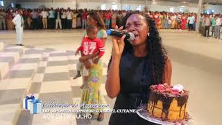 Esposa do Ap.Onório cantando alusivo ao aniversário do seu esposo