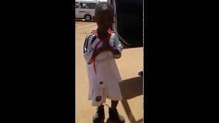 kid singing Emtee - Roll up