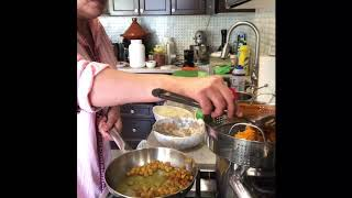 تريدين ان تكوني مختلفة في المطبخ وتقدمين لضيوفك او عائلتك طبق سهل لذيذ وراقي جربي وردي علي 👍😘🙋♀️