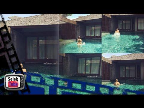 OMG Nikita Mirzani Telanjang Saat Berenang