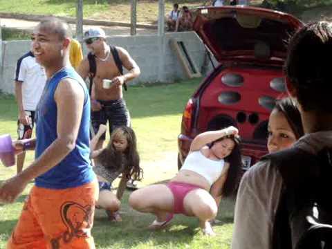 Novinha dançando Funk no Reduza Piúma ES.MPG