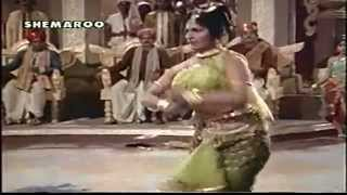 DANCE COMPETITION FOR NAGAR BADHU IN FILM AMRAPALI