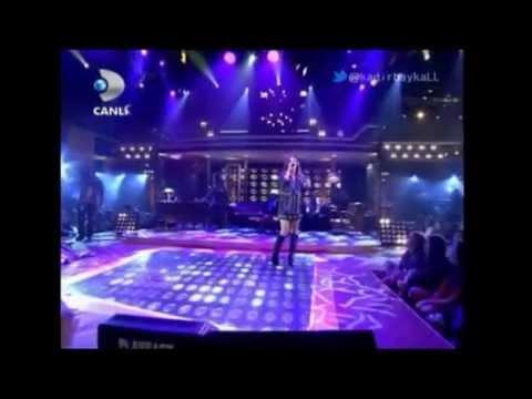 Gülşen Potpori Beyaz Show 29 Mart 2013