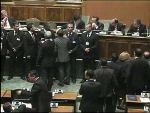 Perplasje ne Parlamentin e Shqiperise