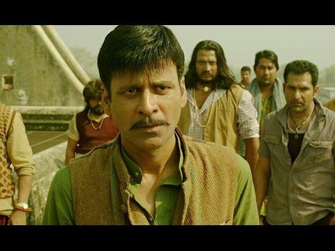 Arjun Kapoor strips Manoj Bajpayee in public
