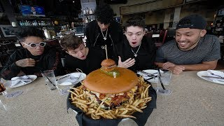 EATING THE WORLDS BIGGEST BURGER CHALLENGE...